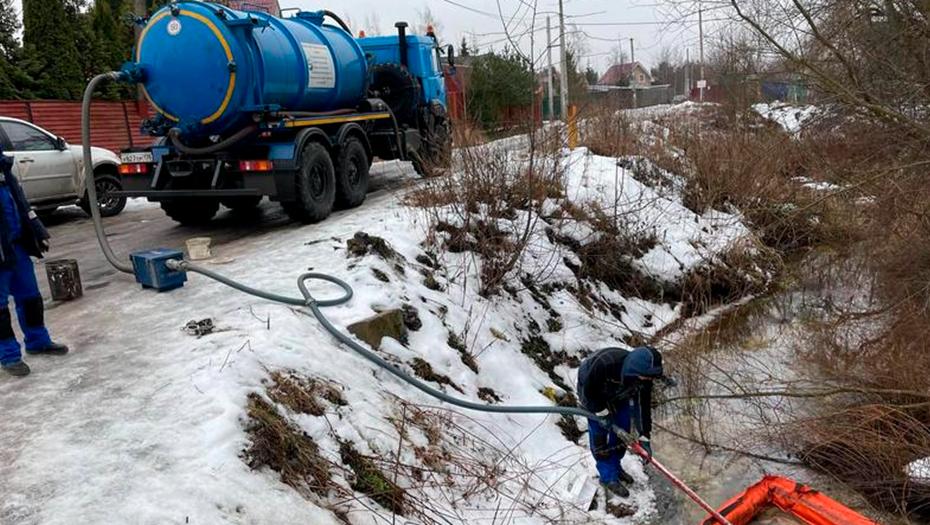 Аварийные бригады ликвидировали разлив нефти в Курортном районе