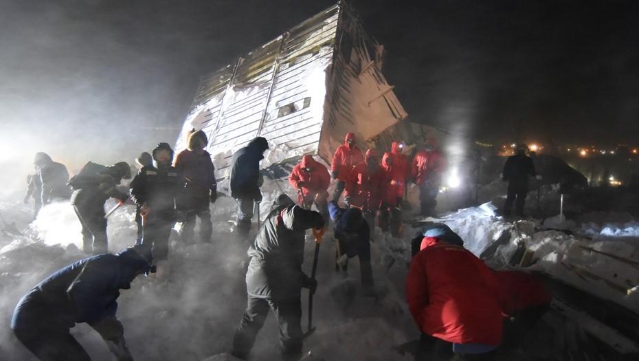Число погибших при сходе лавины на курорте в Норильске выросло до трёх