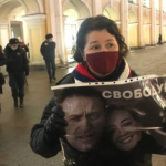 Депутат ЗакСа осудил задержания петербуржцев у Гостиного двора