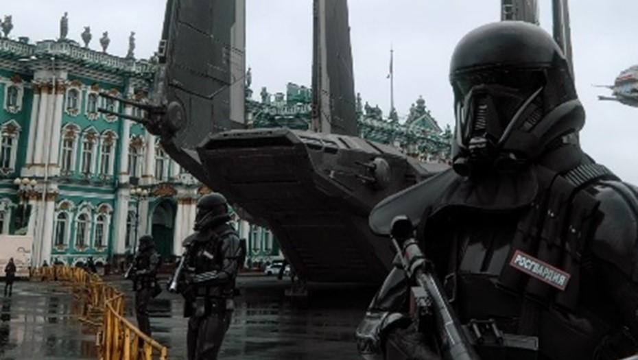 """Дизайнер перенёс действие """"Звёздных войн"""" в протестный Петербург"""