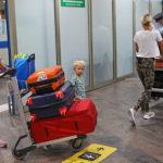 Для выезда ребёнка за рубеж с сопровождающим будет достаточно согласия одного родителя