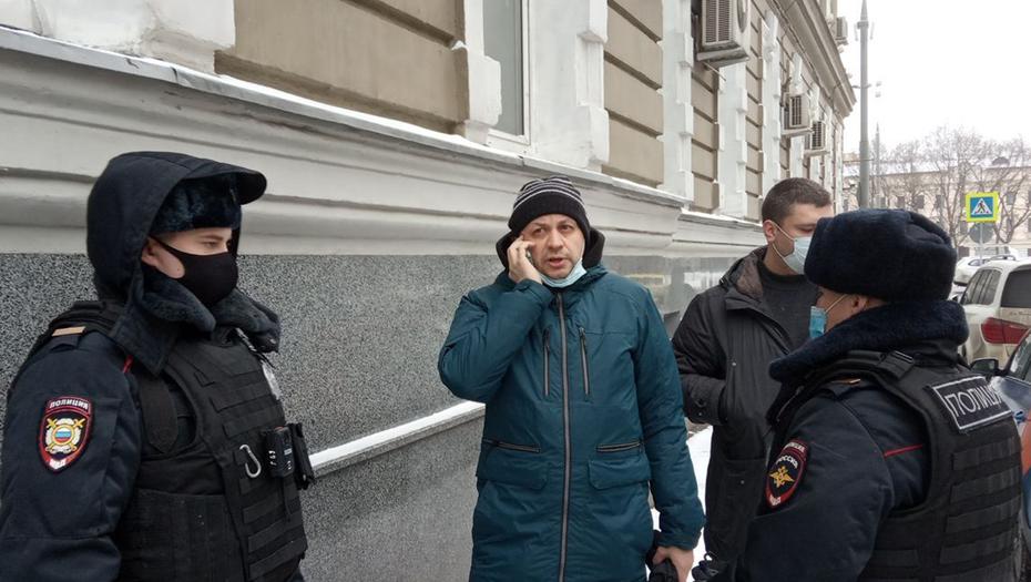 """Главреда """"Медиазоны"""" """" Сергея Смирнова задержали на прогулке с ребёнком"""