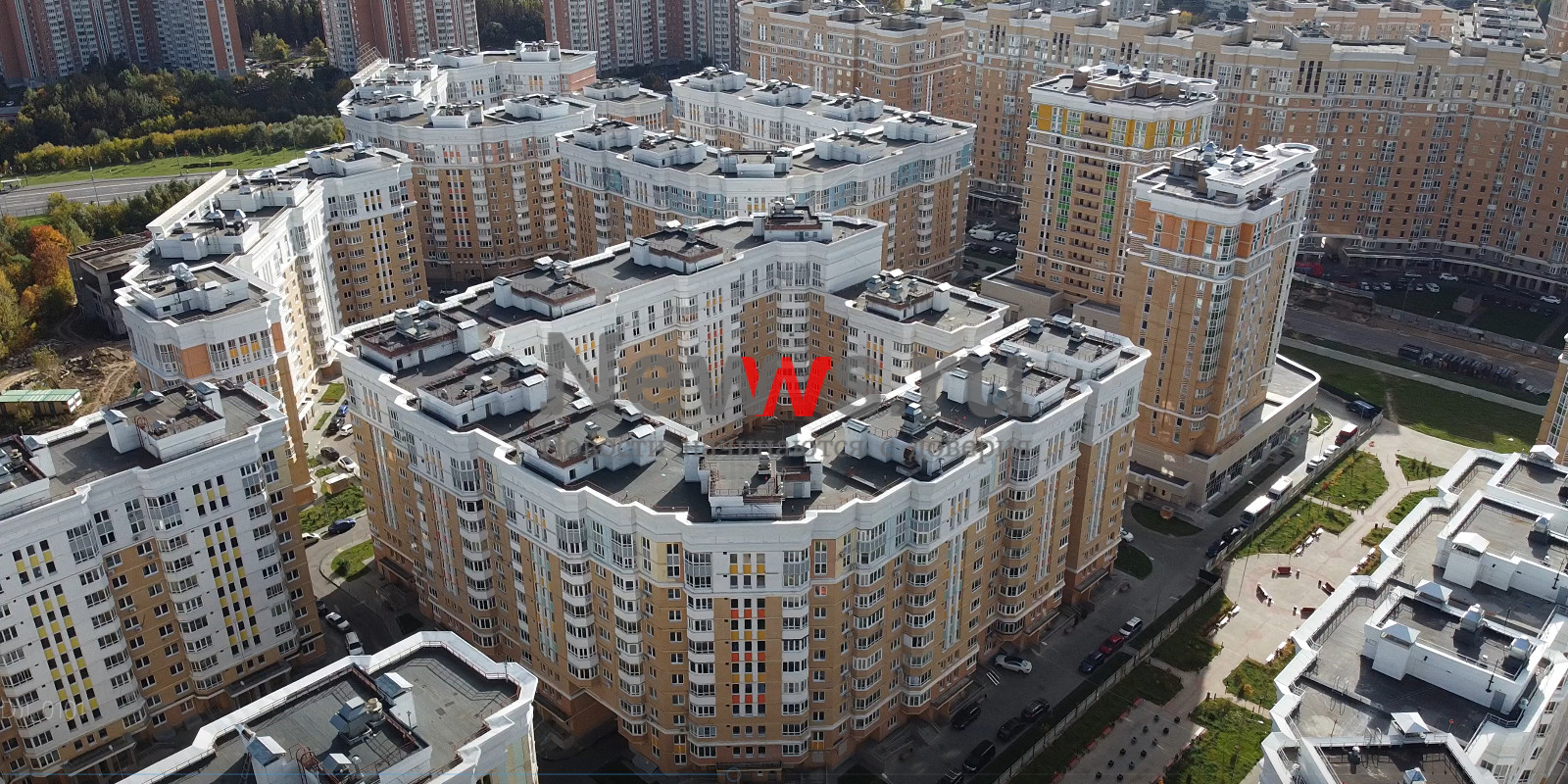 Дольщикам II очереди проблемного объекта на 6-ой Радиальной улице: на корпусах № 23 и № 24 началась установка оконных блоков