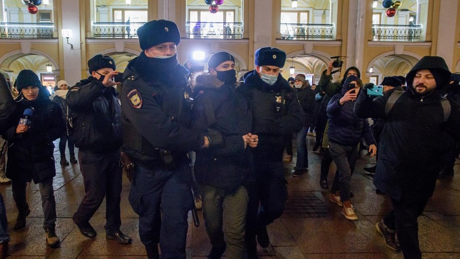 Источник сообщил о сборах силовиков для работы на митинге в Петербурге