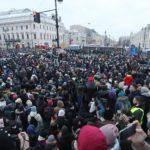 МВД проверит видео нападения полицейского на женщину в Петербурге