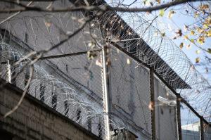 Операции с жильём отбывающих наказание осуждённых предлагают запретить