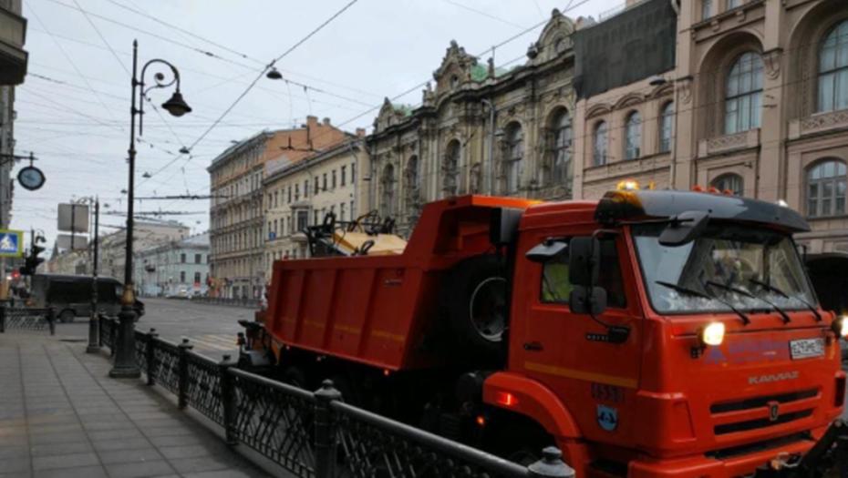 Пандемия в пять раз сократила объём мусора у главной ёлки на Дворцовой