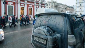Полицейские извинились перед получившей удар в живот петербурженкой