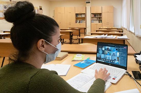 Российских учителей обеспечат персональными планшетами