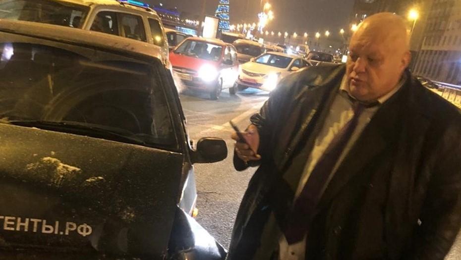 Шоумен Барецкий разбил авто в центре Петербурга