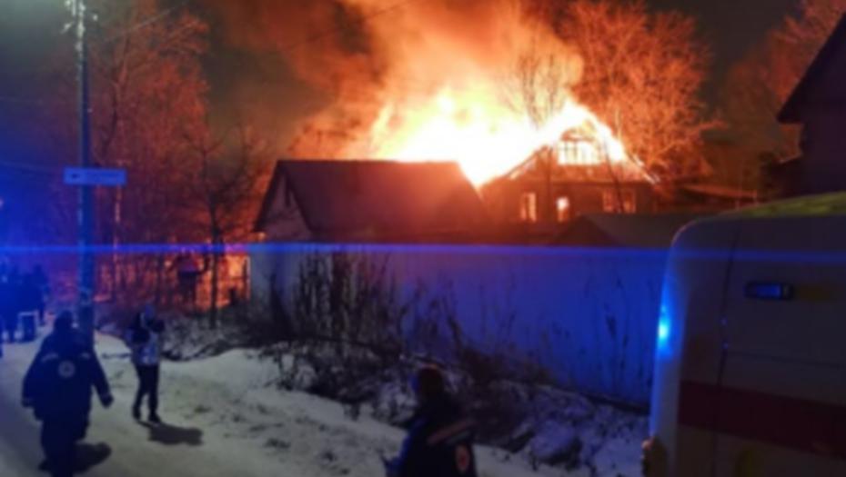 СКР Петербурга расследует гибель троих людей при пожаре в Парголово