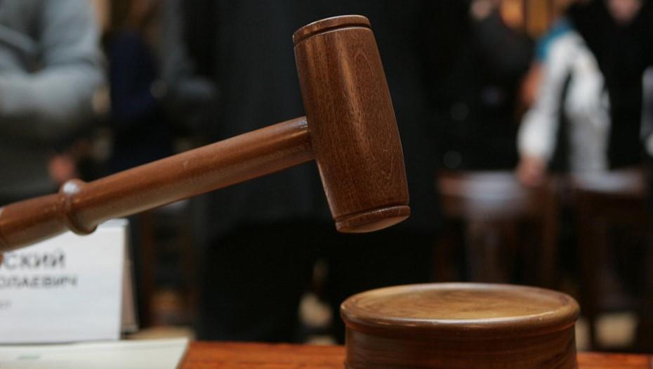 Суд в Петербурге арестовал подростка, подозреваемого в убийстве родных