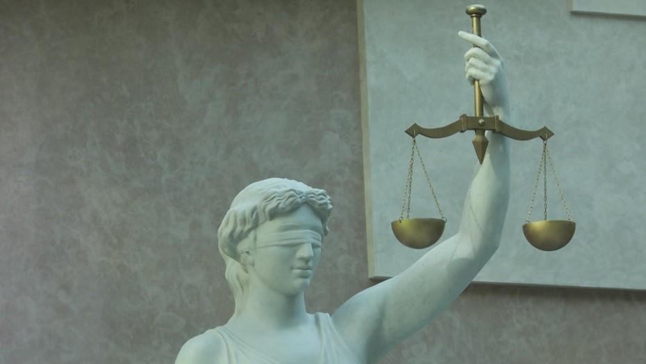 Суд в Петербурге оштрафовал врача за сбор выплат с подчинённых