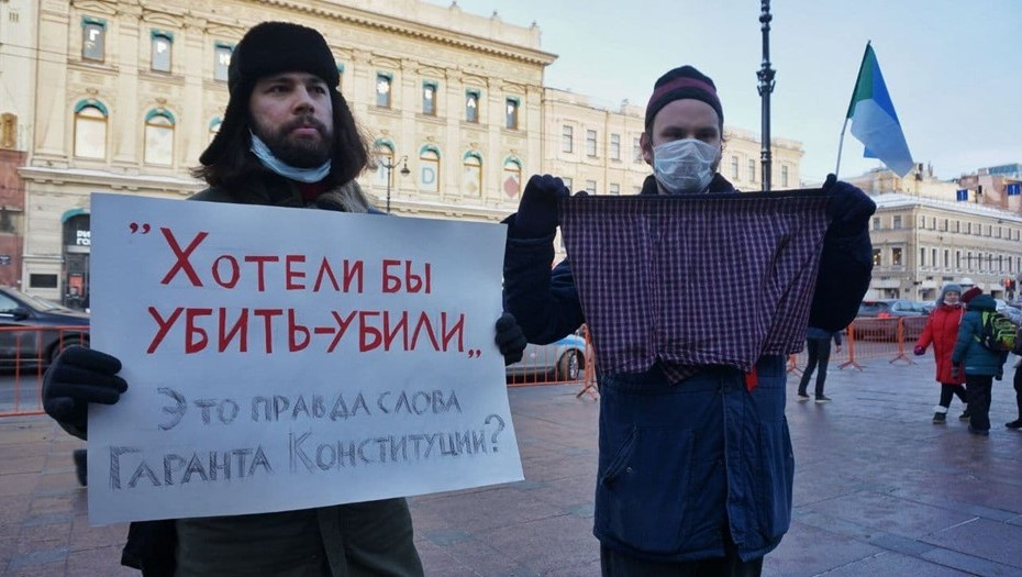 У Гостиного двора задержали сторонников Навального