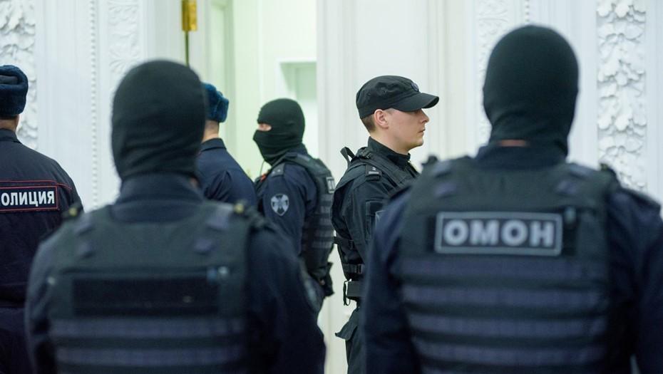 В центре Петербурга сотрудник ОМОНа ударил ногой женщину