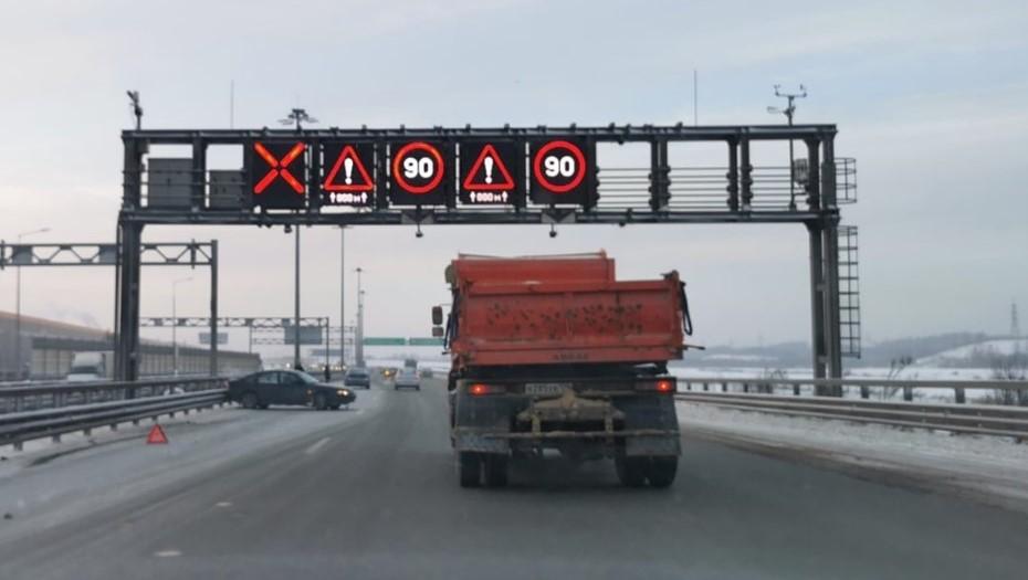 В Петербурге множество ДТП в пятницу спровоцировали аномальные пробки