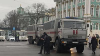 В Петербурге снова закрыли Дворцовую площадь