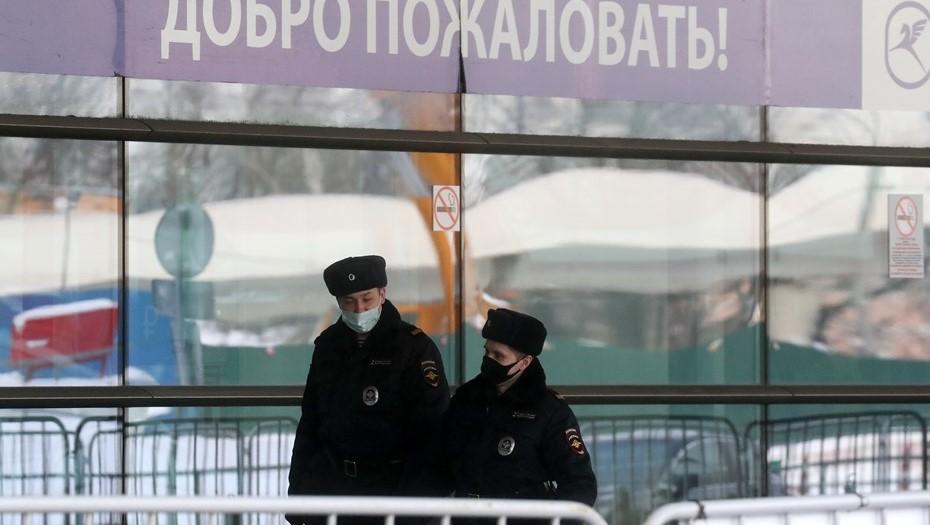 Во Внуково перед прилётом Навального начали пускать только по билету