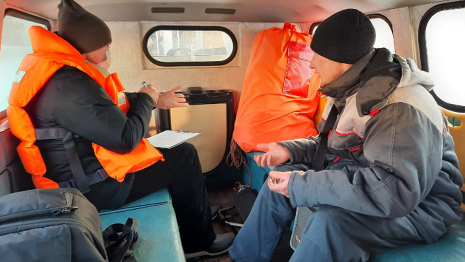За выход на лед Финского залива в Петербурге оштрафовали 10 рыбаков