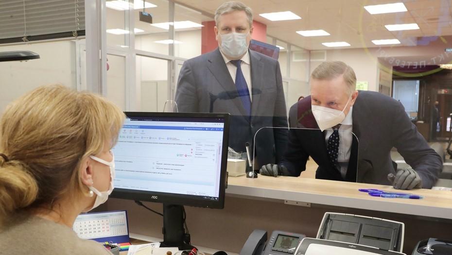 Беглов посетил новый центр госуслуг, где помогут с документами