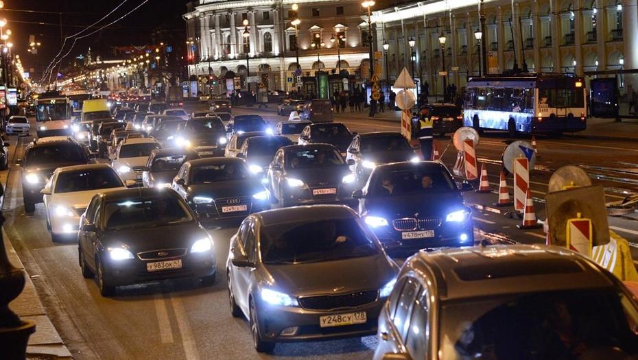 Движение в центре Петербурга утром 2 февраля затруднили пробки
