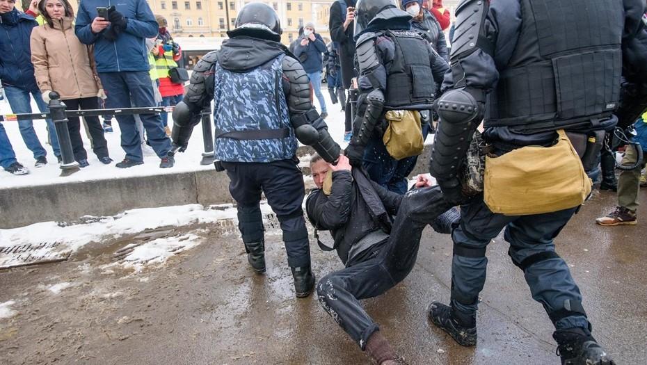Глава Союза журналистов просит разобраться с нарушениями на митингах