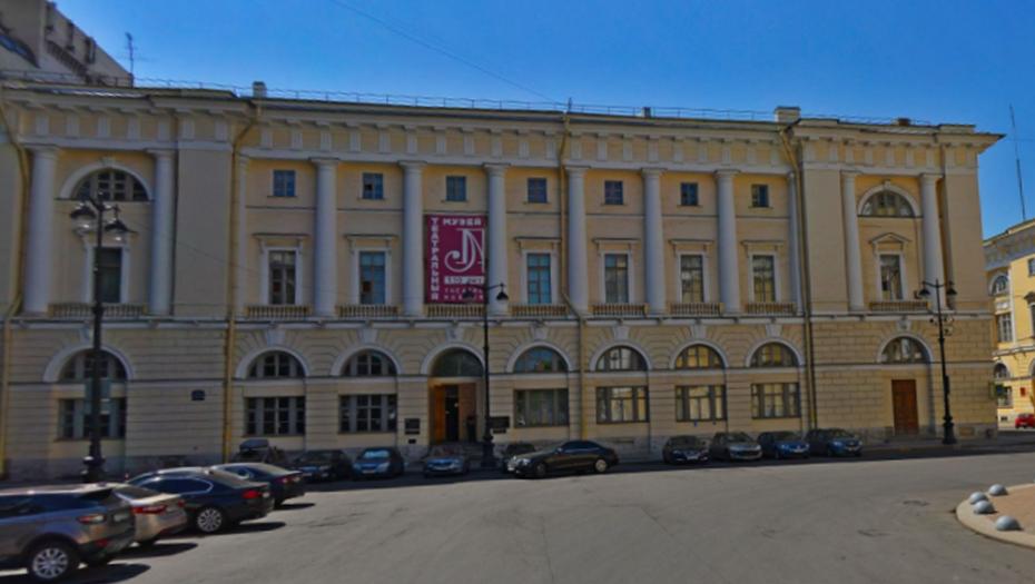Из исторического дома в центре Петербурга выселяют нелегальный ресторан