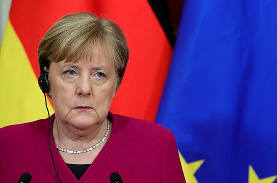 Меркель выступила против предоставления привилегий привитым отCOVID-19