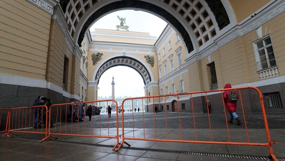 МВД Петербурга не смогло объяснить заборы в центре города