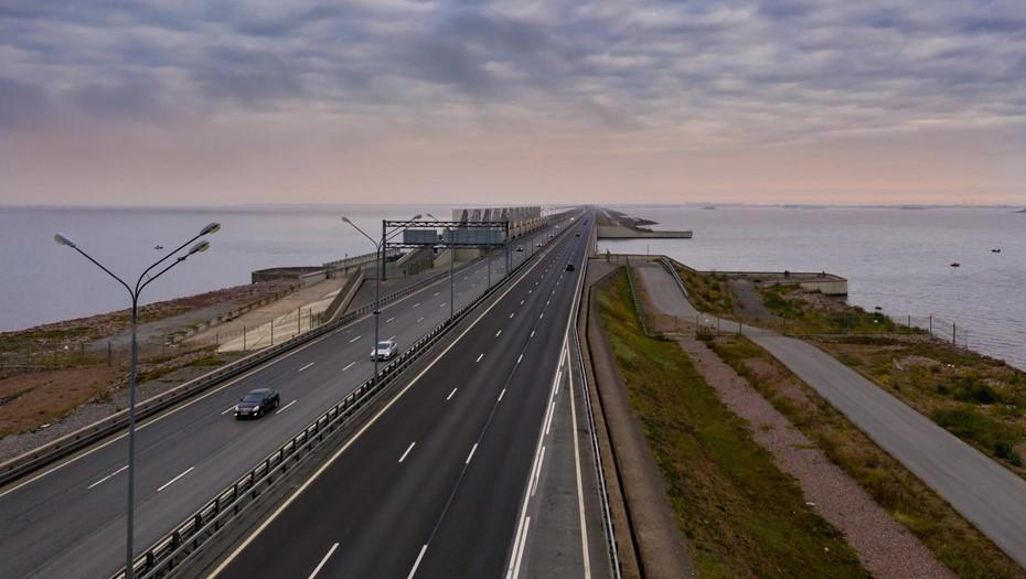 На дамбе Петербурга закроют движение транспорта по двум полосам