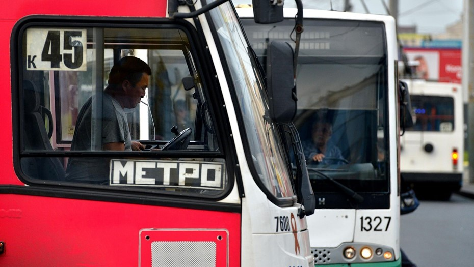 На юге Петербурга пассажирка автобуса прострелила лицо пенсионерке