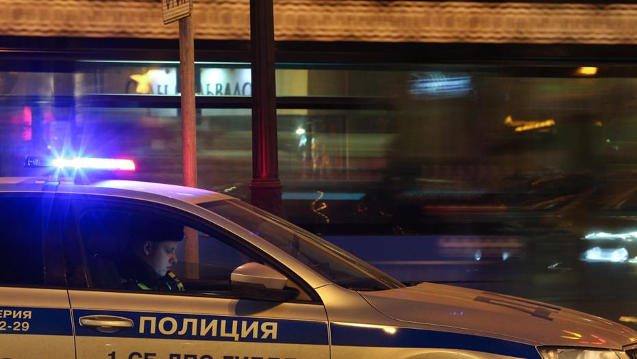 Неизвестный с мачете забрал 15 тыс. рублей из магазина в Шушарах