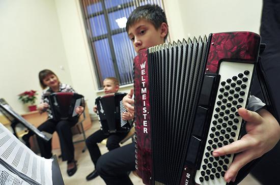 Организацию занятий в школах искусств предложили поручить Минкультуры