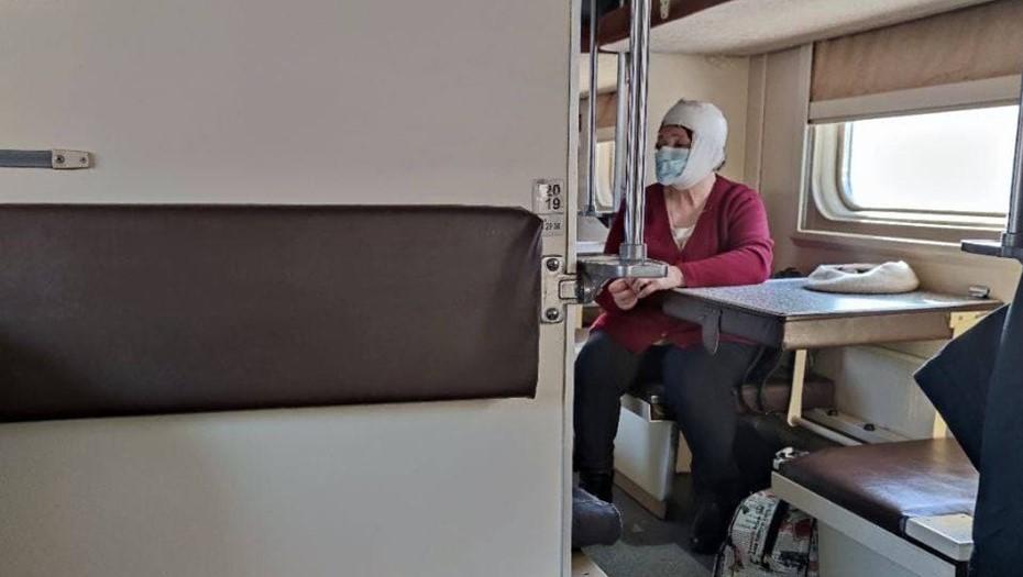 Пассажирку поезда Петербург – Белгород ранило осколками разбившегося окна