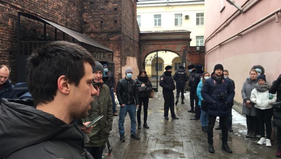 Петербуржцы вышли на народный сход против уплотнительной застройки