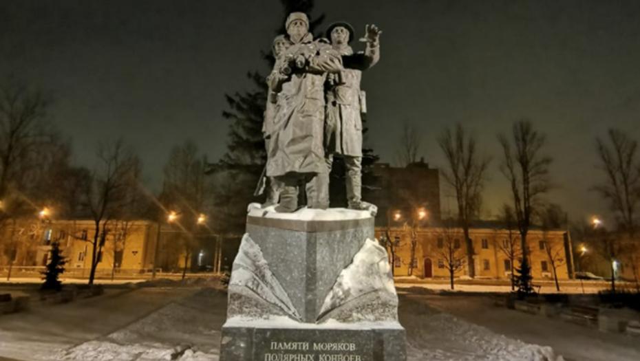 Пять памятников в Петербурге получили новую подсветку к 23 февраля