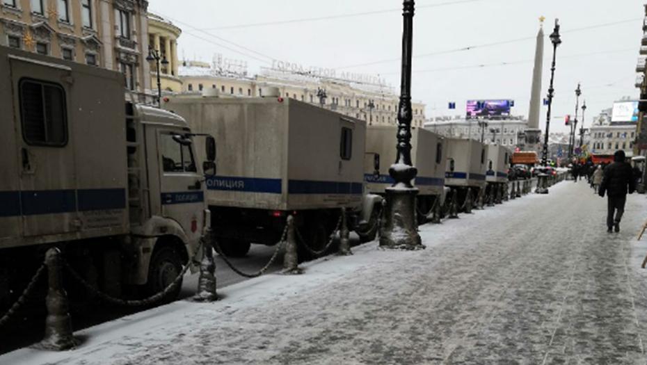 По требованию МВД закрыли улицы и станции метро в центре Петербурга