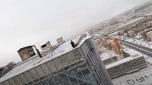 """Покоривший """"Лахта Центр"""" руфер забрался на вторую высотку Петербурга"""