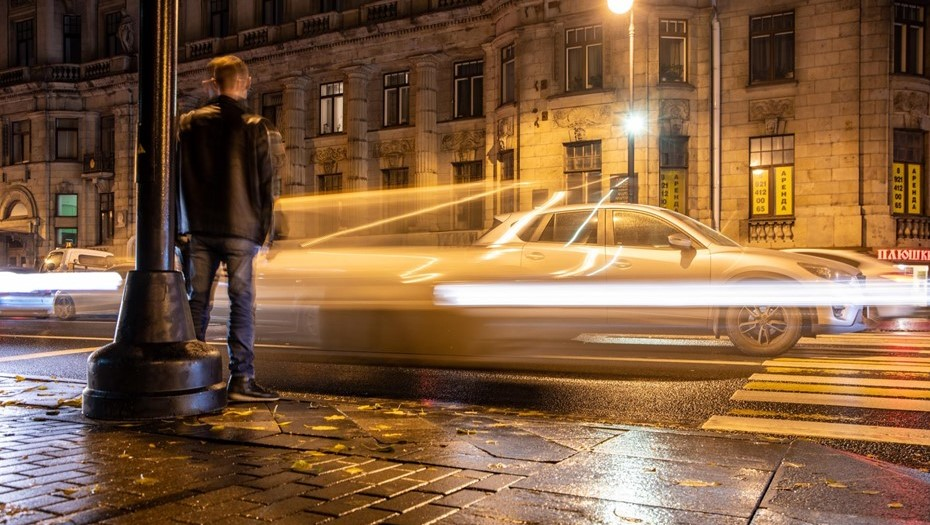 Прокуратура потребовала от Смольного защитить пешеходов ограждениями