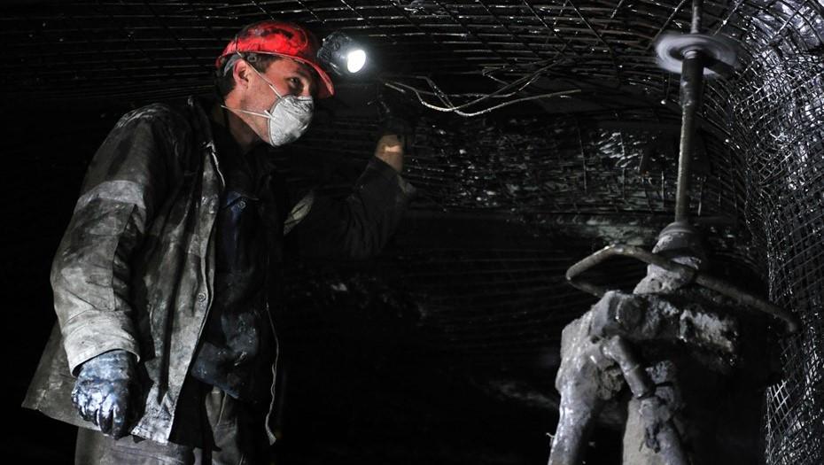 Рабочий погиб во время обрушения породы на шахте в Кузбассе