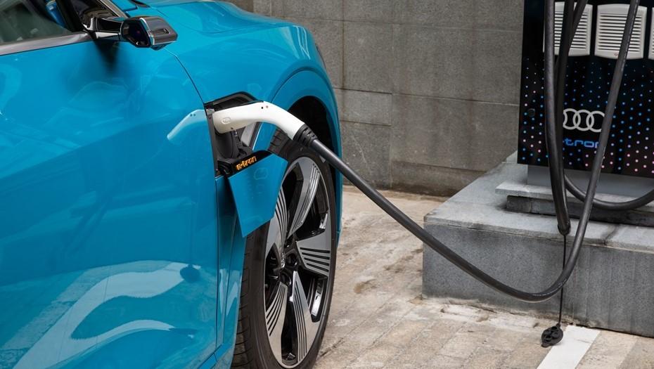 Самовыражение и нулевые выбросы: всё о первом электромобиле Audi
