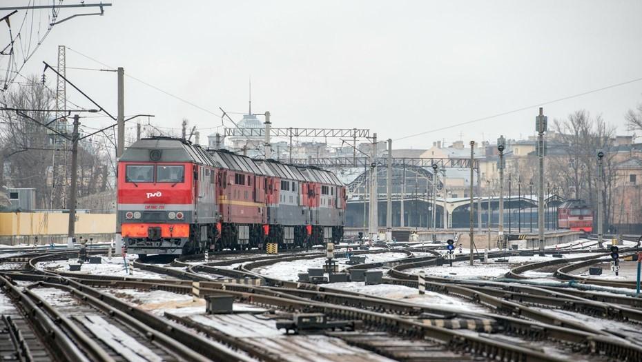 Сильные снегопады в Москве могут привести к задержкам поездов в Петербург