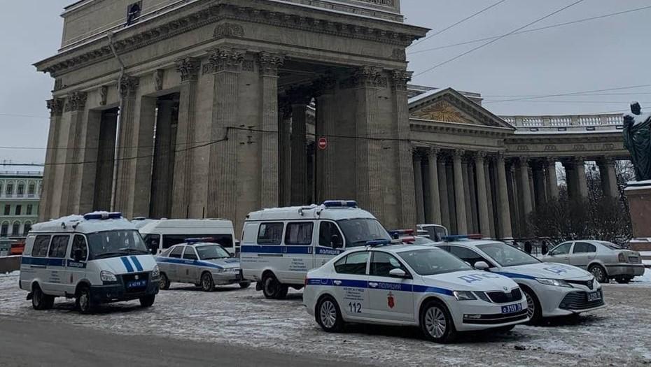 Скопление полиции в центре Петербурга объяснили ростом случаев хулиганства