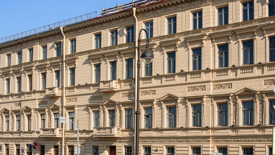 Суд в Петербурге обязал отремонтировать фасад и крышу Дома фон Дервиза