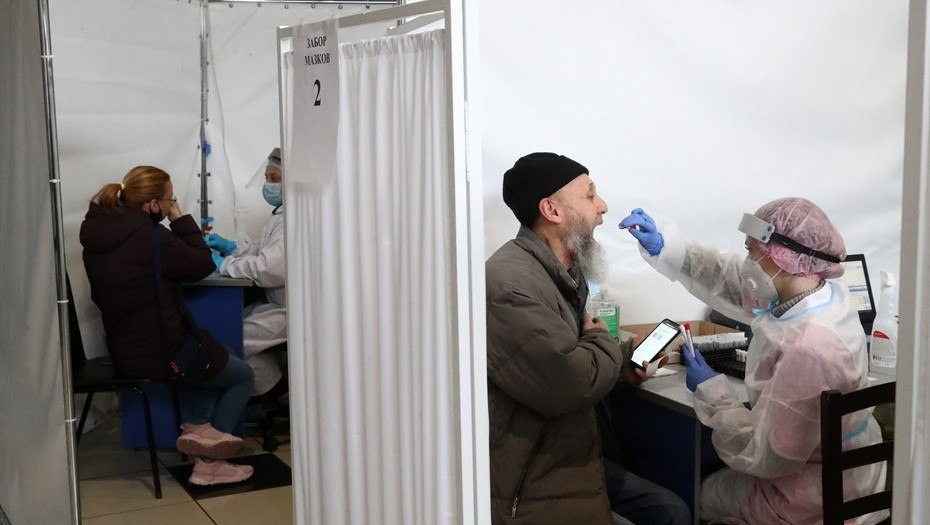 Тесты на COVID сдали ещё почти 23 тыс. жителей Петербурга