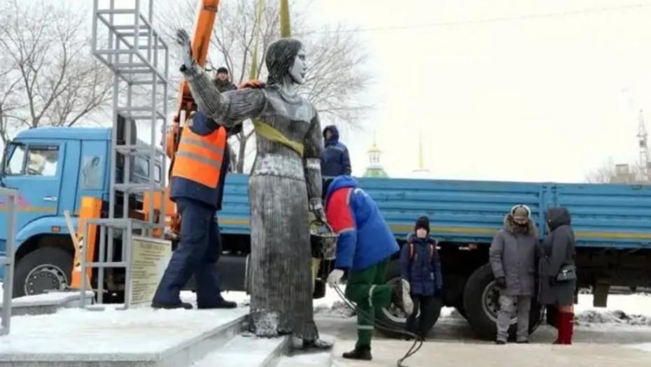 Демонтаж памятника.