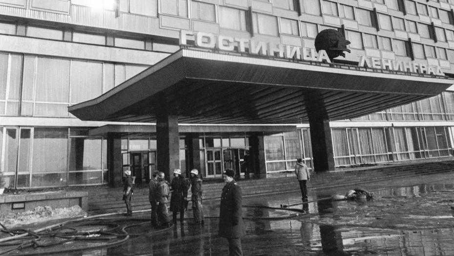 """В Петербурге почтили память погибших при пожаре в гостинице """"Ленинград"""""""