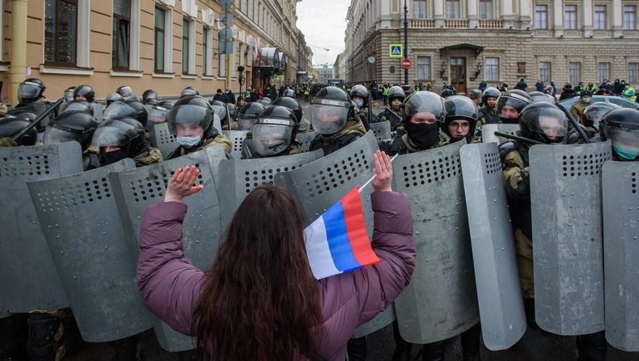 В Петербурге после митингов на подростков составили более 30 протоколов