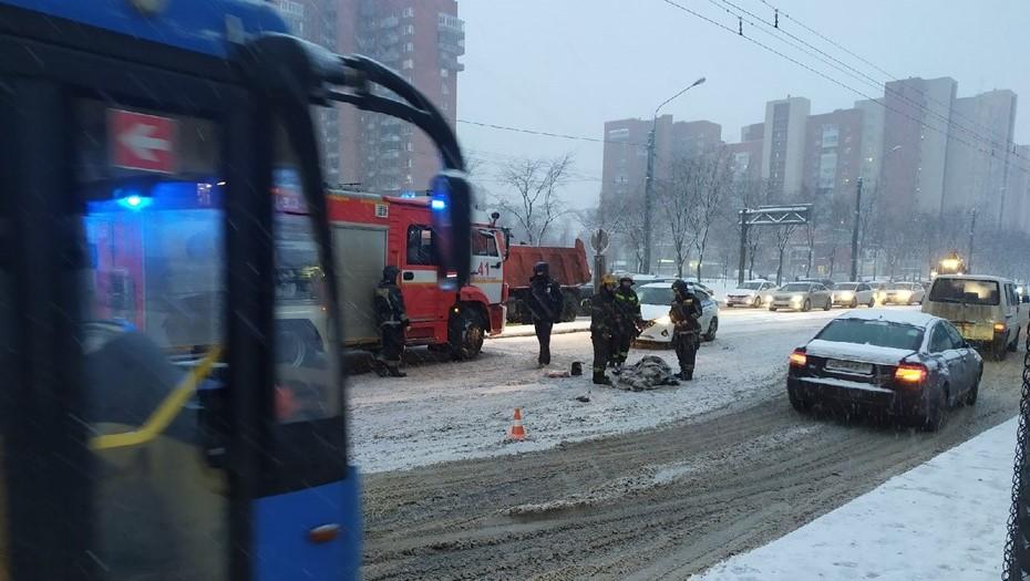 В Петербурге пожарная машина сбила пожилую женщину