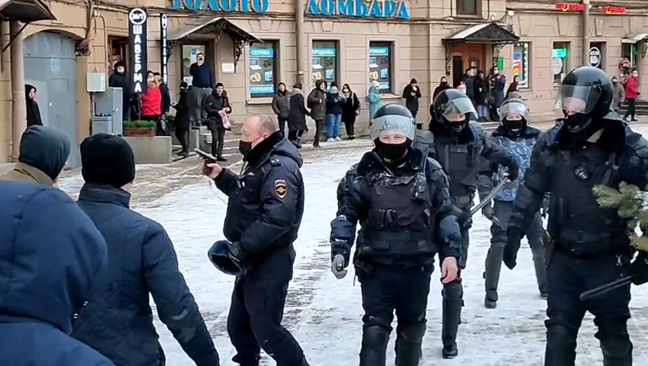 Задержан участник митинга, которого остановил только пистолет